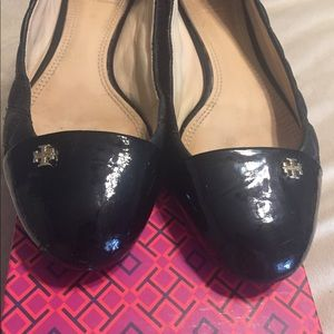 Tory Burch black patent leather quilted flats Sz 9